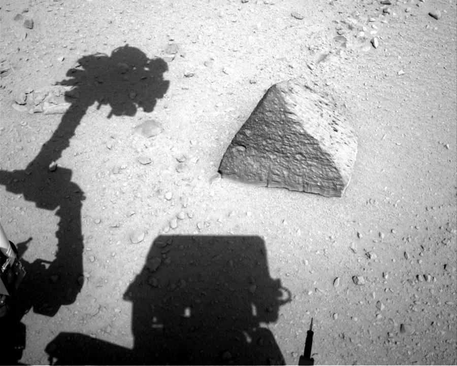 Марсоход изучил пирамиду на Марсе