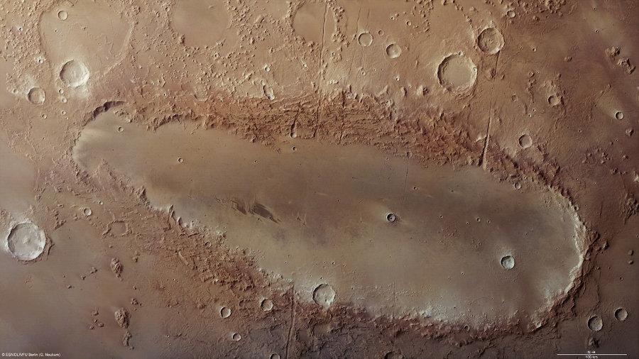 Orcus Patera на Марсе, овальный ударный кратер
