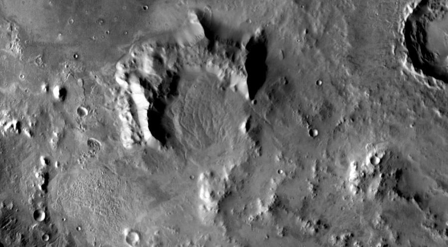 Предполагаемый вулкан у кратера Гейла