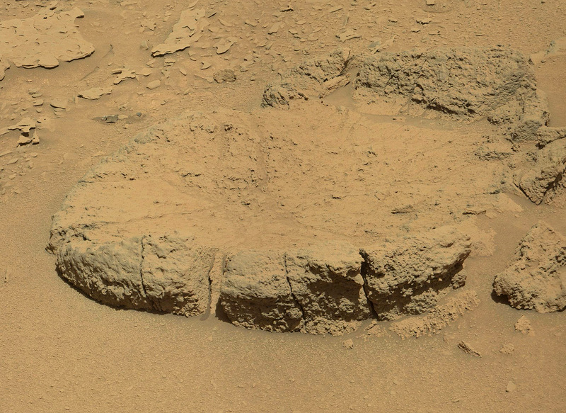 Curiosity-explores-mysterious-footprints12