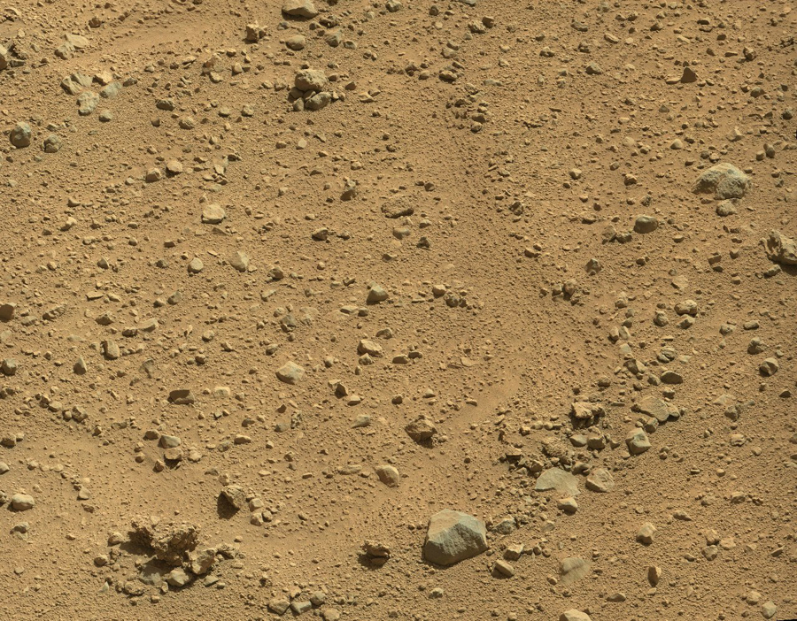 Curiosity-explores-mysterious-footprints3