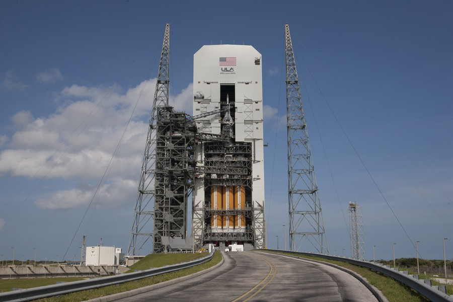 NASA-launches-interplanetary-spacecraft2