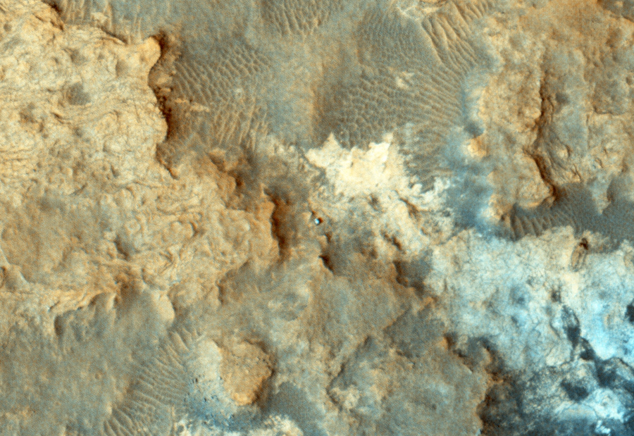 curiosity-at-foot-of-sharp-mountain (9)