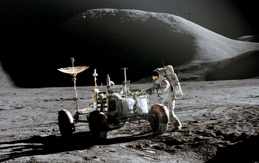 moon-alien-found-by-tv (3)