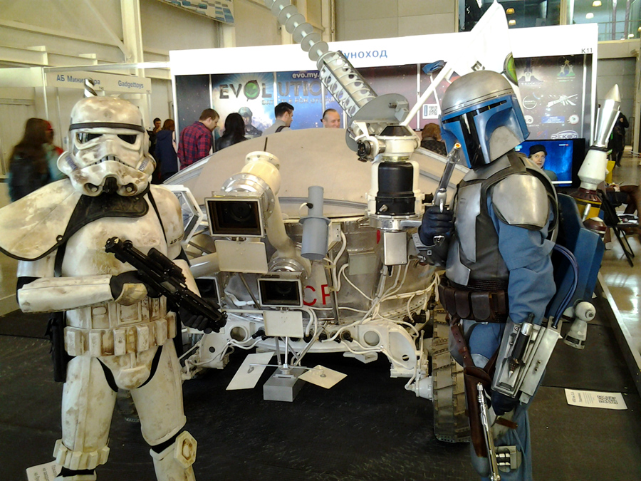 soviet-space-robots-at-igromir (1)