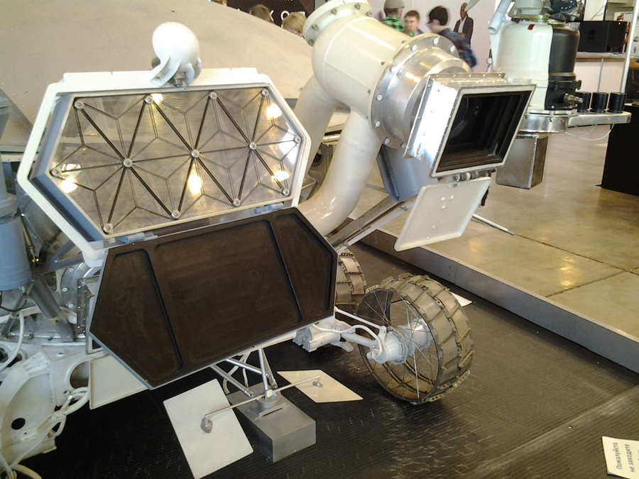 soviet-space-robots-at-igromir (3)
