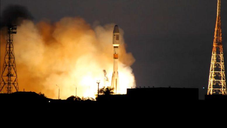 """Запуск ракеты """"Союз"""" со спутником DX1 с космодрома Байконур"""