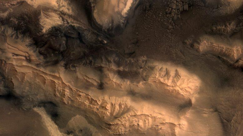 фрагмент снимка долины Маринера Марса космическим аппаратом Mars Express Европейского космического агенства