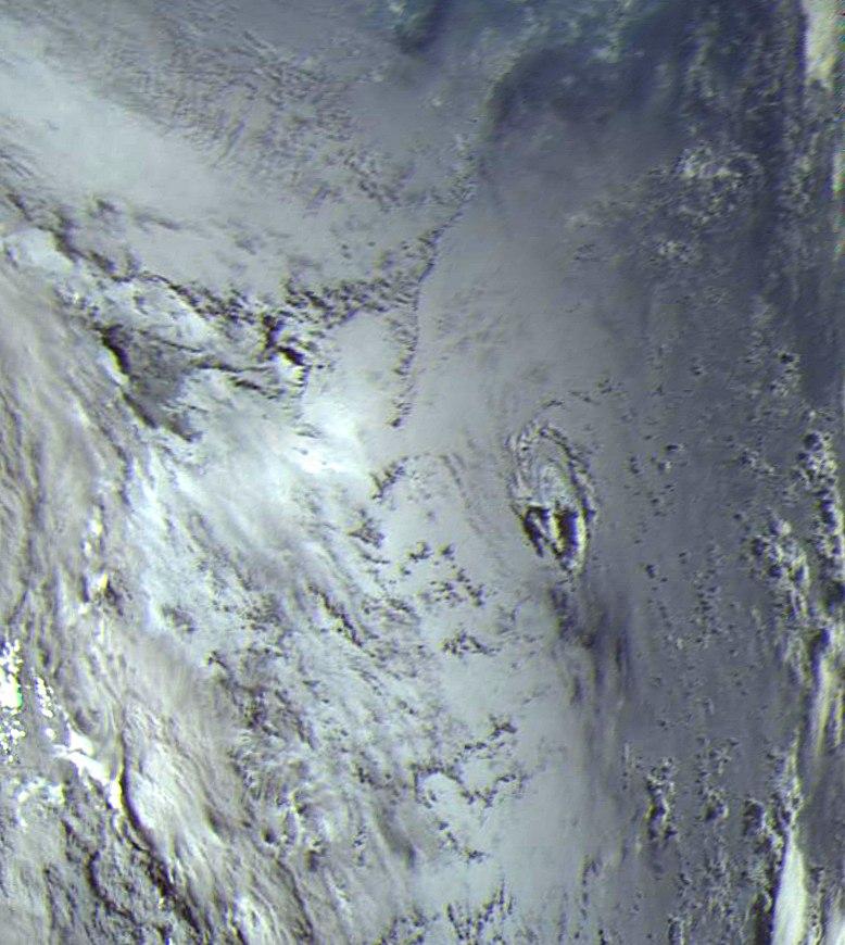 снимок мини-тайфуна российским спутником Электро-Л