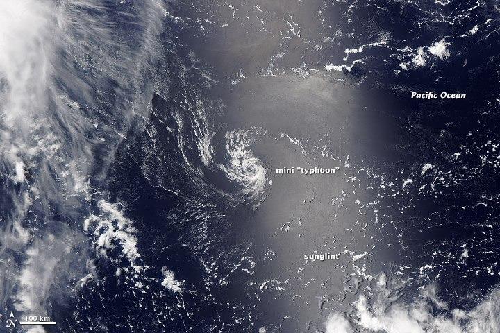 снимок мини-тайфуна камерой MODIS от NASA