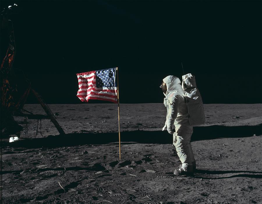 астронавт Базз Олдрин на Луне