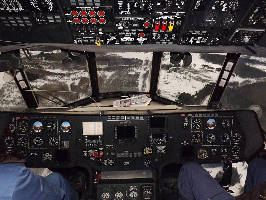 кабина вертолета