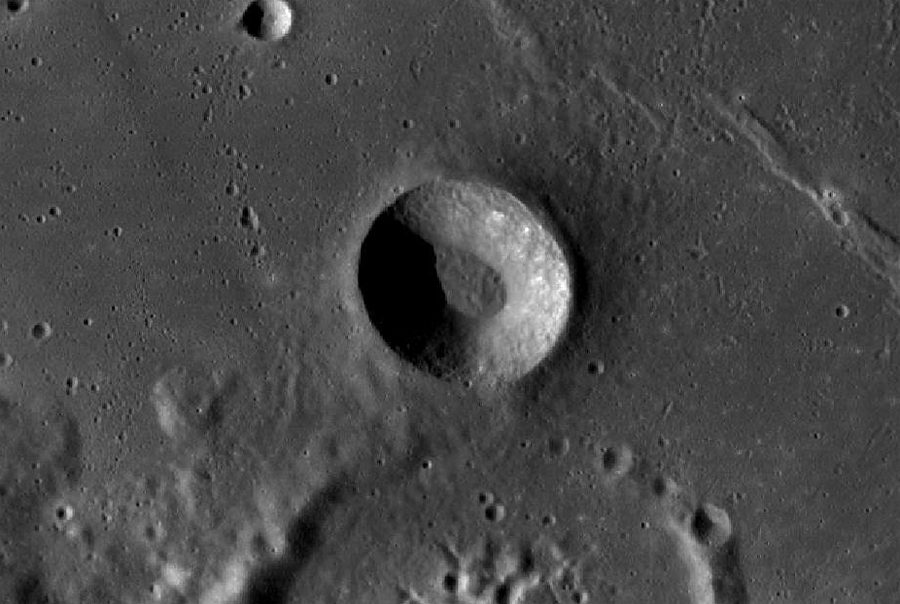 кратер на Луне. Снимок спутника LRO