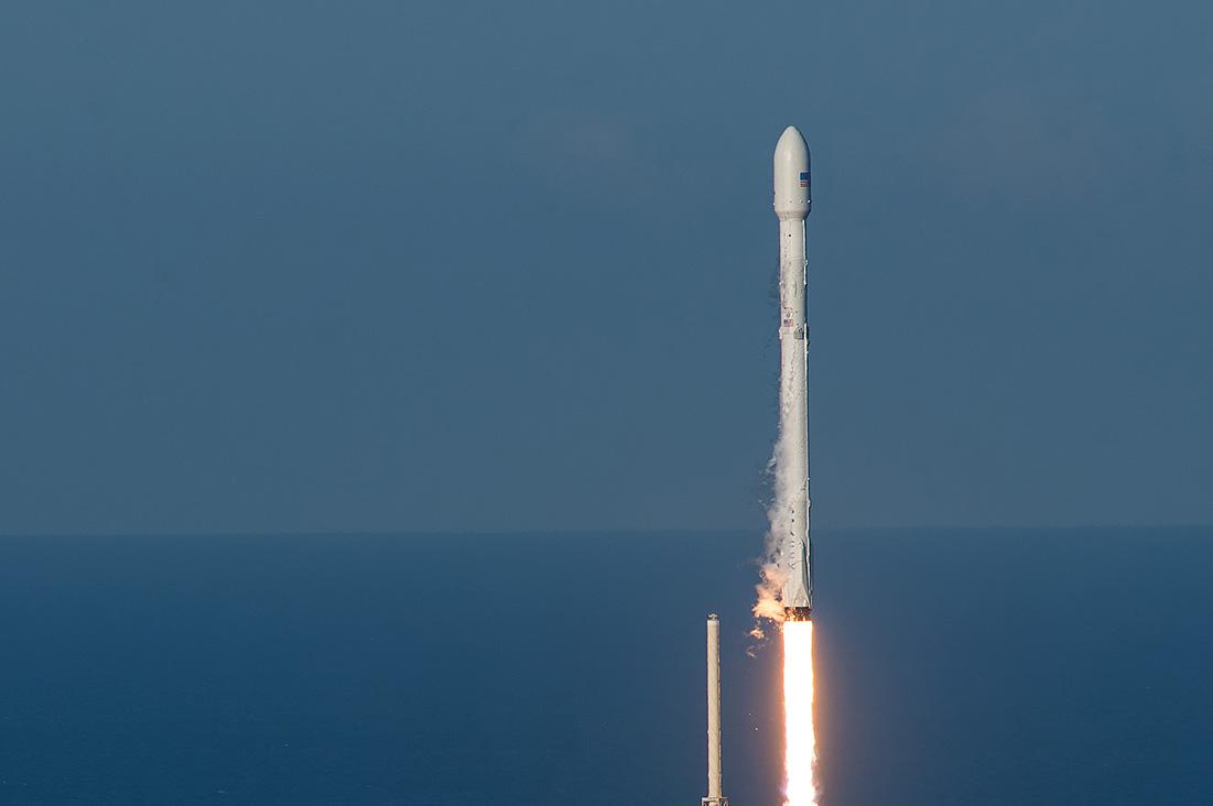 запуск Falcon 9 со спутником SES-10
