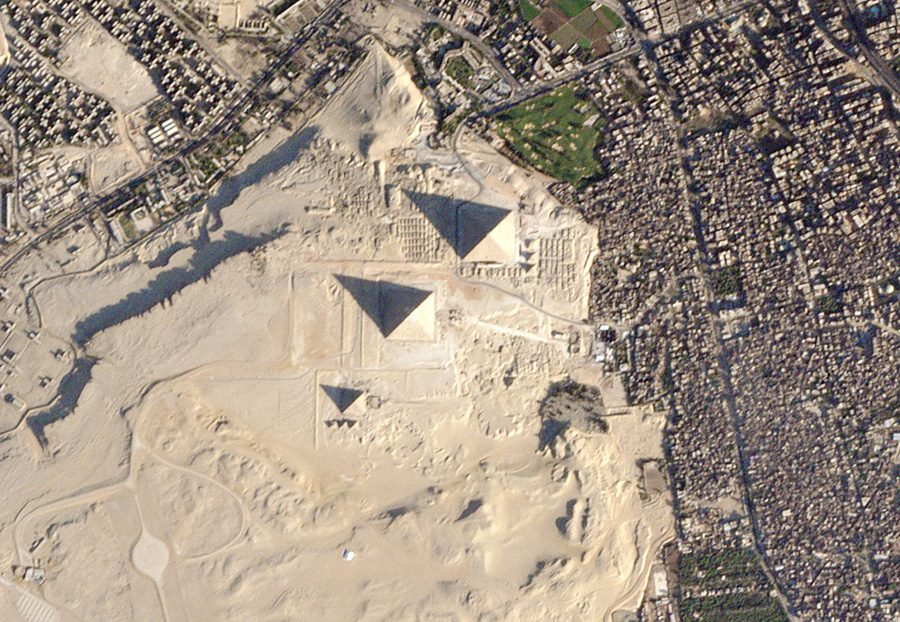 фотография египетских пирамид с наноспутника