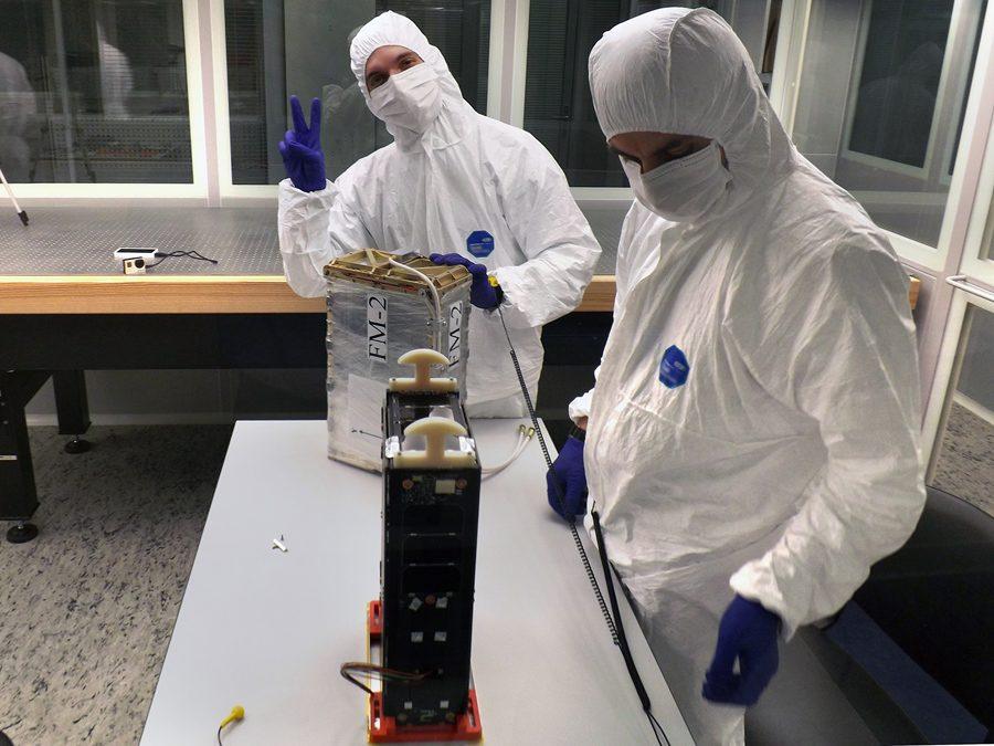 подготовка спутников МКА-Н перед запуском