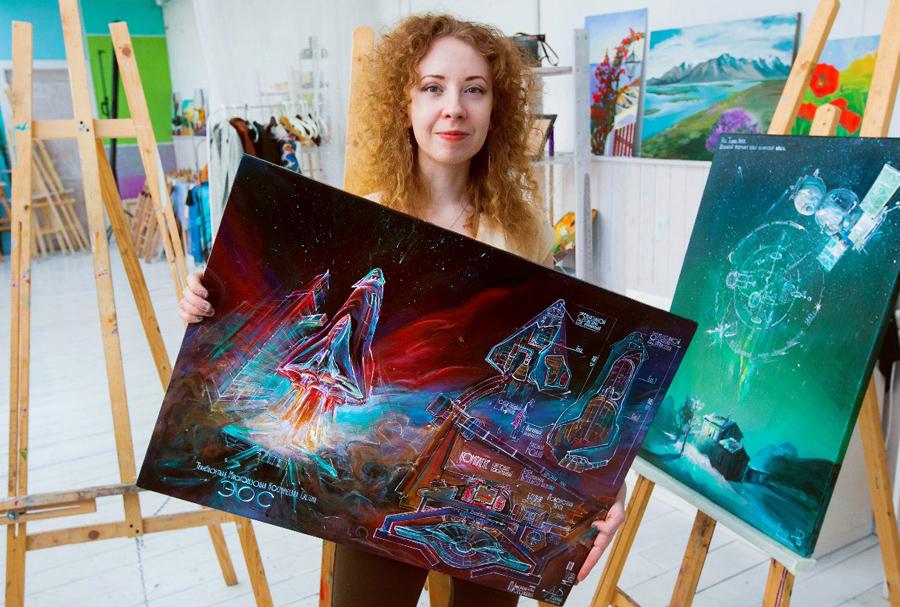 Анастасия Просочкина со своими картинами в День космонавтики