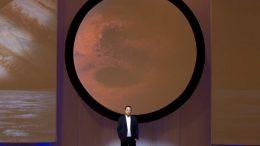 Илон Маск во время презентации проекта «Межпланетной транспортной системы»