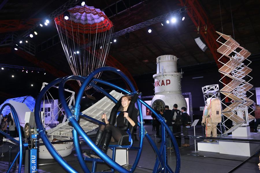 аттракцион космической подготовки на выставке PROКосмос