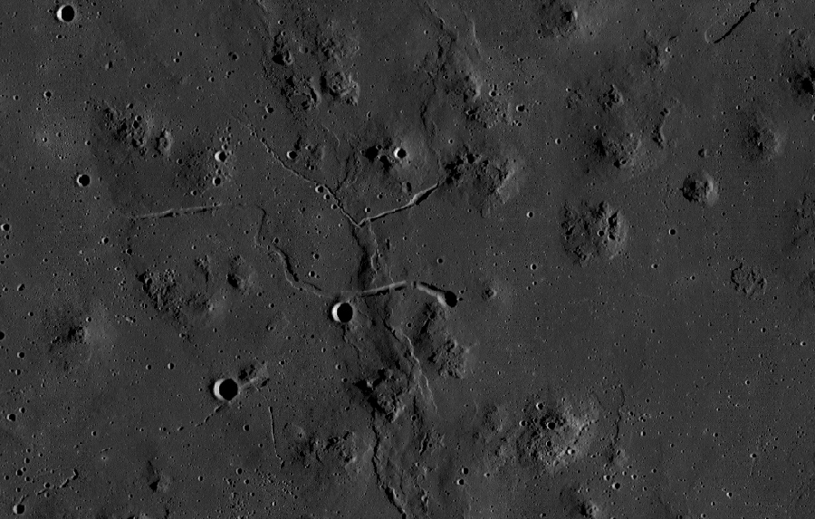 канал лавового потока от лунного вулкана
