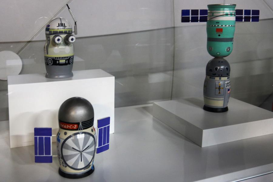 коллекция космических матрешек на выставке PROКосмос