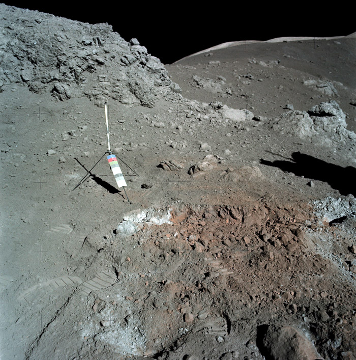 красный грунт на Луне