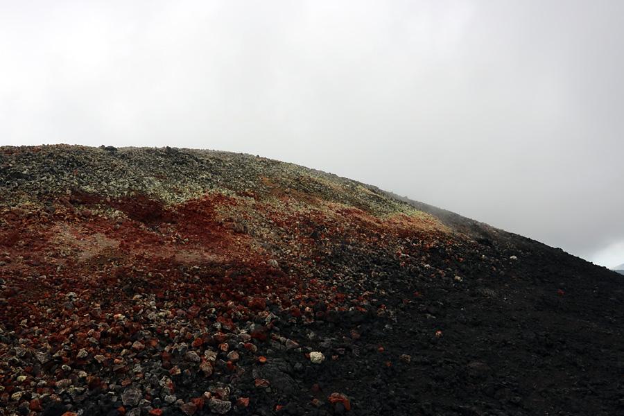 красный грунт на вулкане Плоский Толбачик