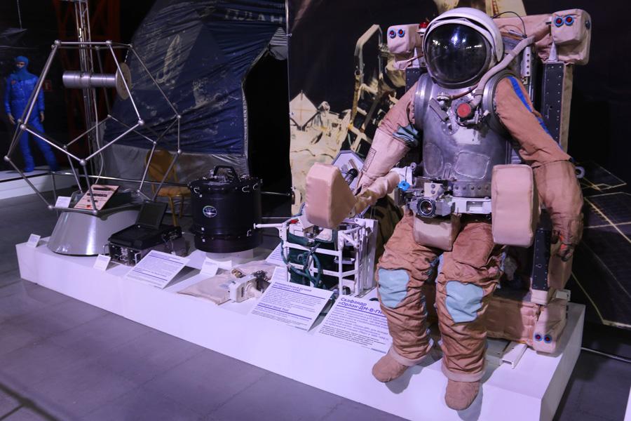 летающее кресло космонавта на выставке PROКосмос в Санкт-Петербурге