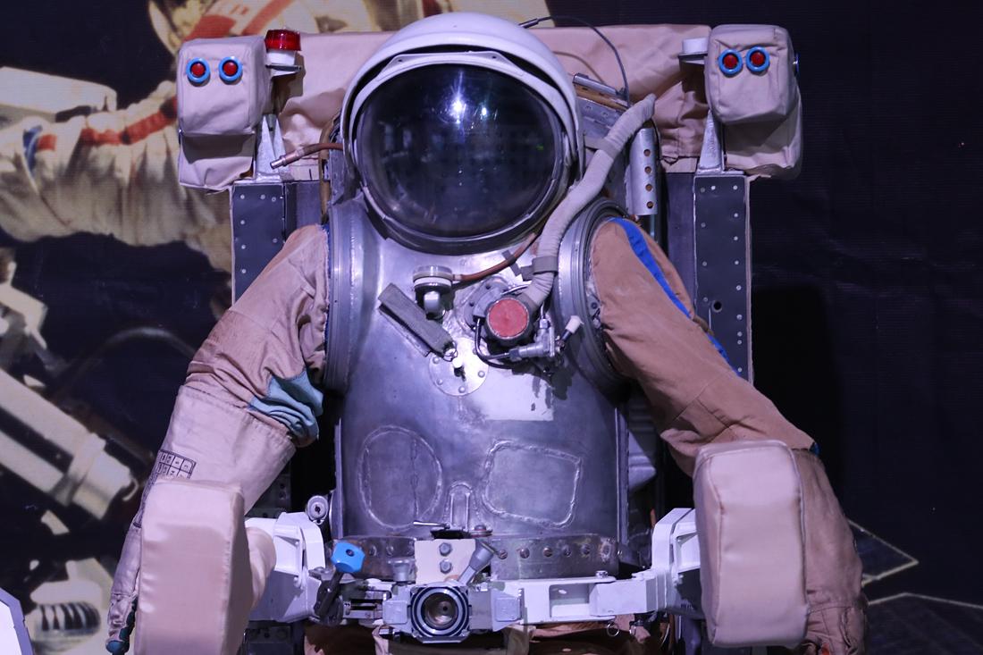 летающее кресло космонавта на выставке PROКосмос