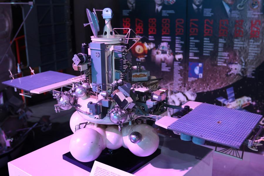 """макет автоматической станции """"Фобос-2"""" на выставке PROКосмос"""