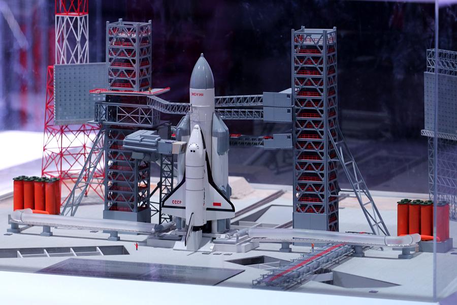 """макет комплекса """"Энергия-Буран"""" на выставке PROКосмос"""