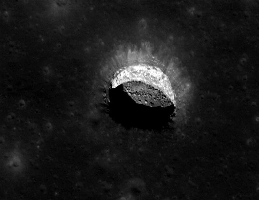 пещера на Луне