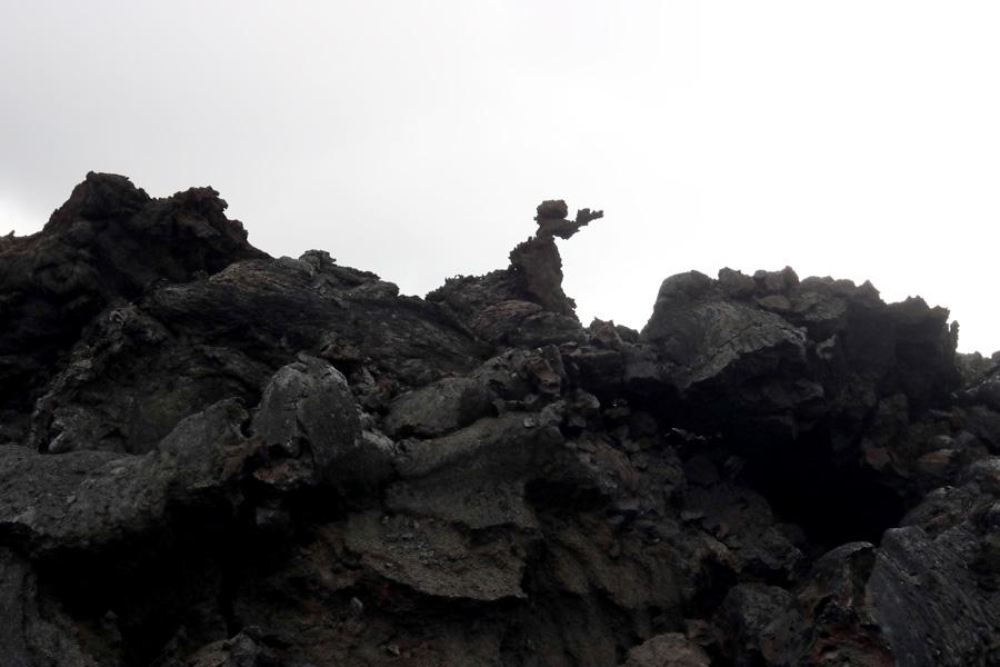 причудливые фигуры из каменной лавы