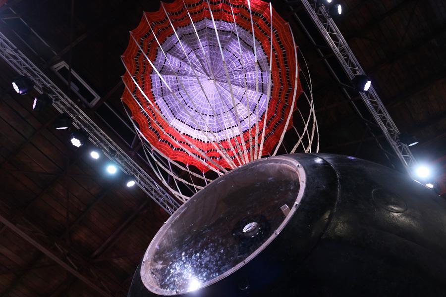 спускаемая космическая капсула на выставке PROКосмос
