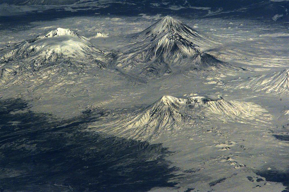 фото Толбачика из космоса