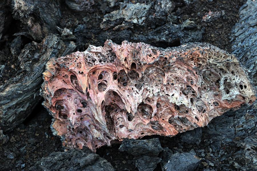 осколок застывшей лавы