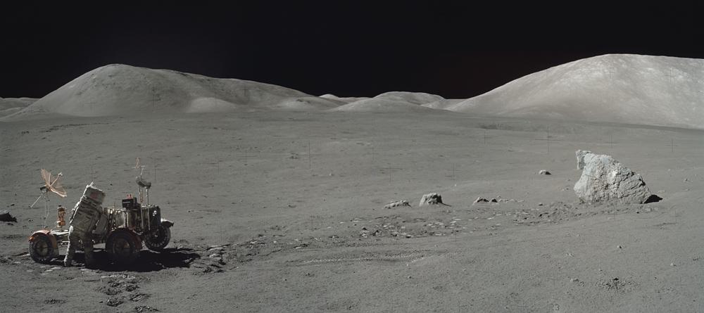 панорама поверхности Луны