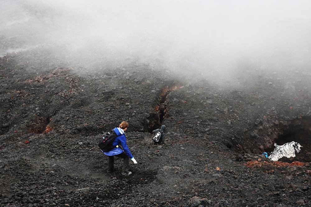 спуск по склону вулкана