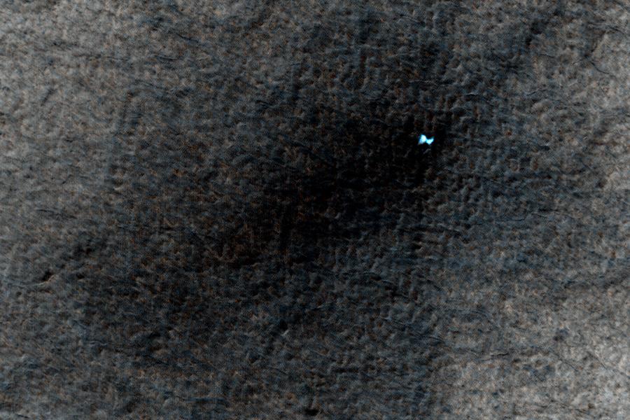 лед на Марсе в свежих кратерах от метеоритов