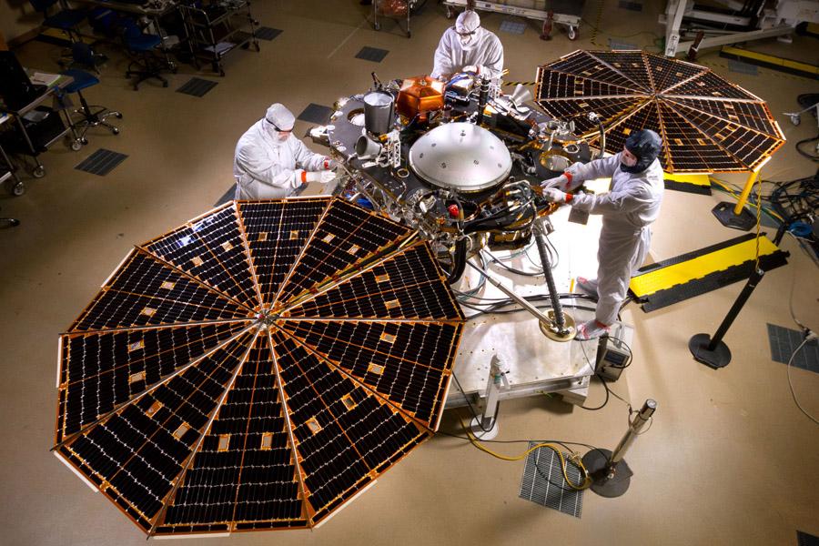 марсианский посадочный аппарат InSight