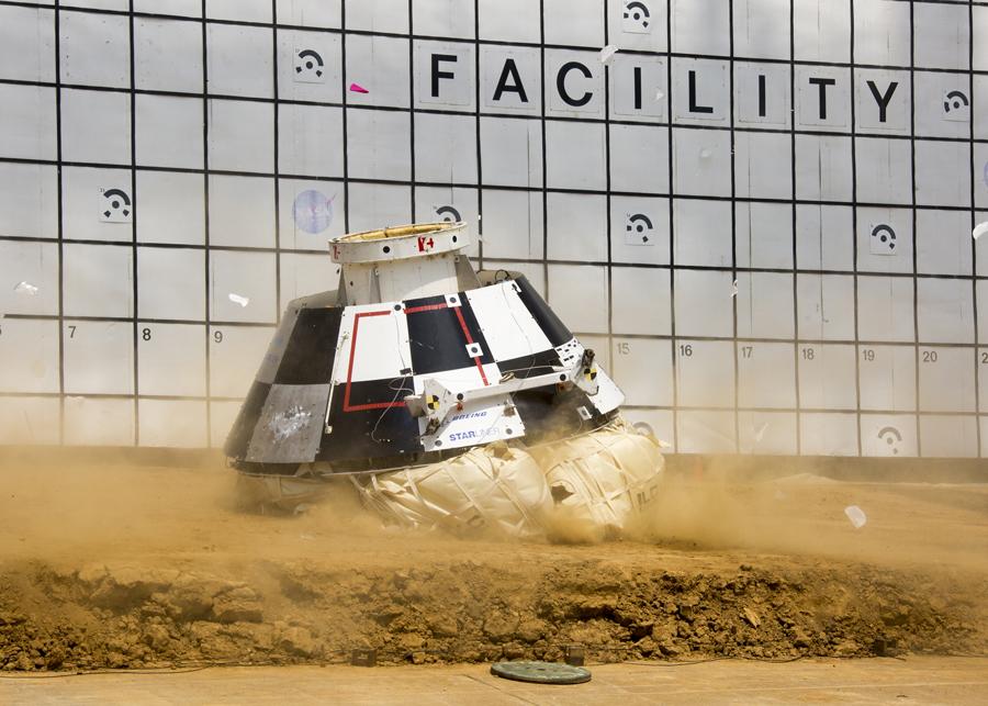 испытание посадки пилотируемого космического аппарата Starliner