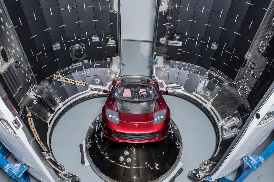Tesla Roadster перед запуском на Falcon Heavy