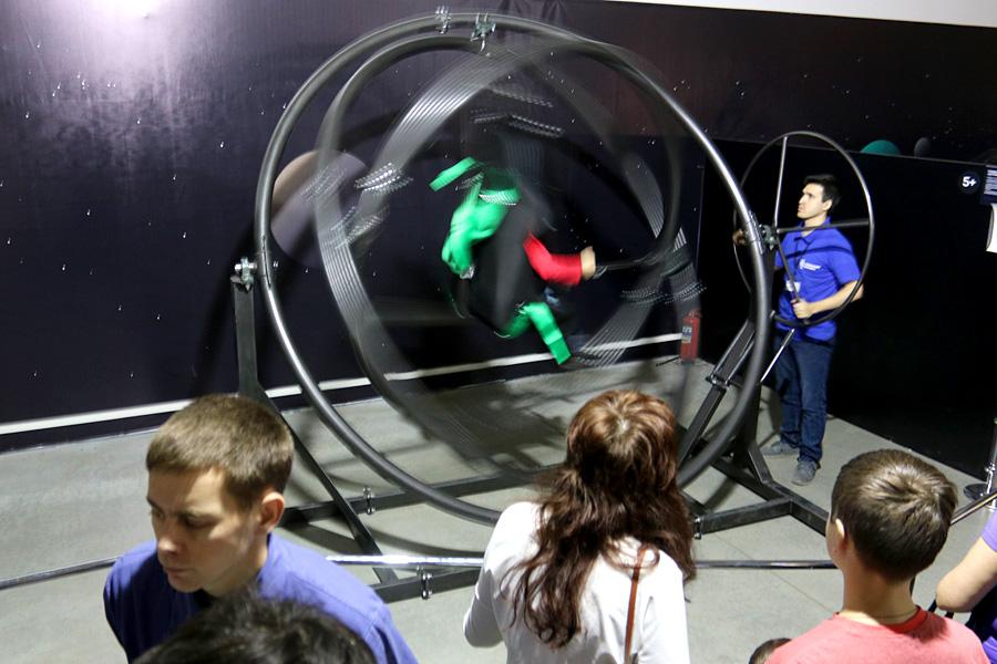 выставка Открытый космос в Саратове: гироскопический вестибулярный тренажер