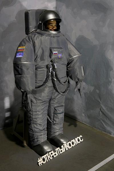 выставка Открытый космос в Саратове: скафандр