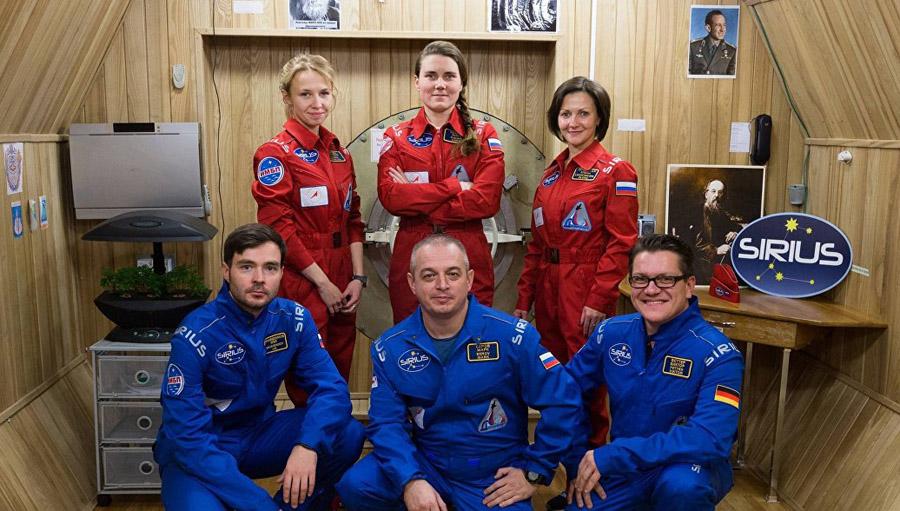 члены экипажа изоляционного эксперимента SIRIUS-17