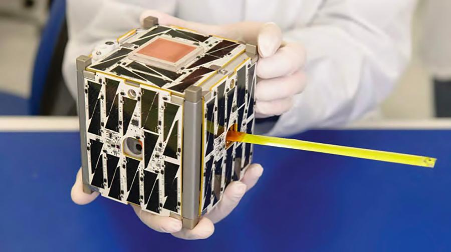 околоземный спутник типа CubeSat