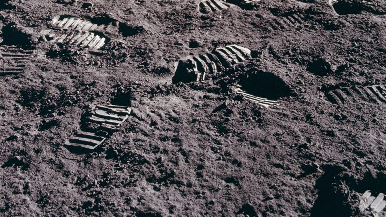 следы на лунном грунте